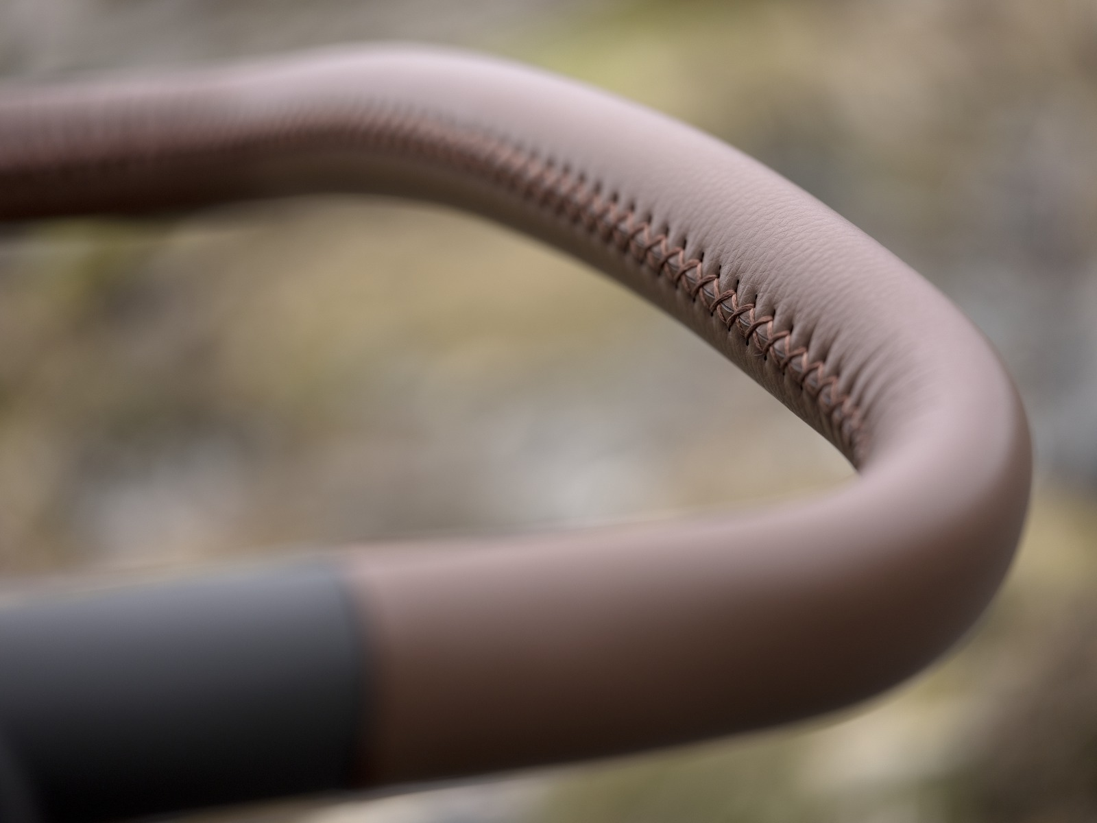 Stokke® Trailz™ Leatherette Handle. Detail.