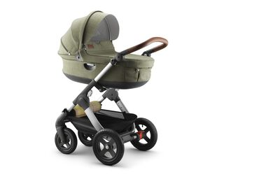 Stokke® Trailz™ with Stokke® Stroller Carry Cot, Nordic Green.