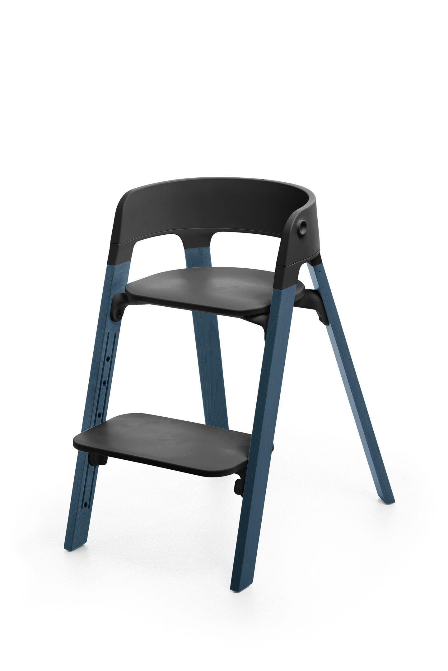Stokke® Steps™ Chair, Beech Midnight Blue with Black Seat. Foortrest low.