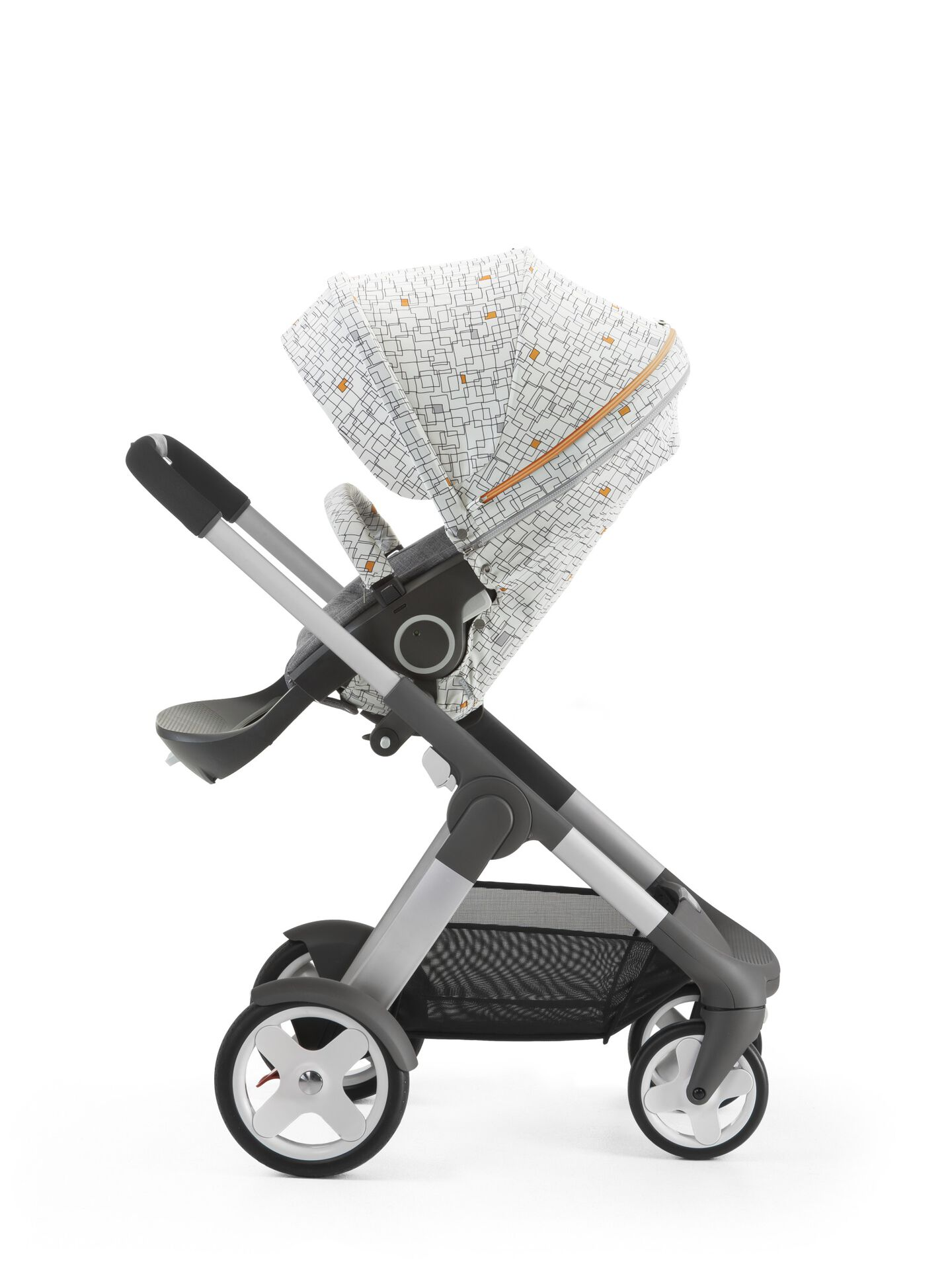 Stokke® Crusi™ with Stokke® Stroller Seat and Grid Style Kit.