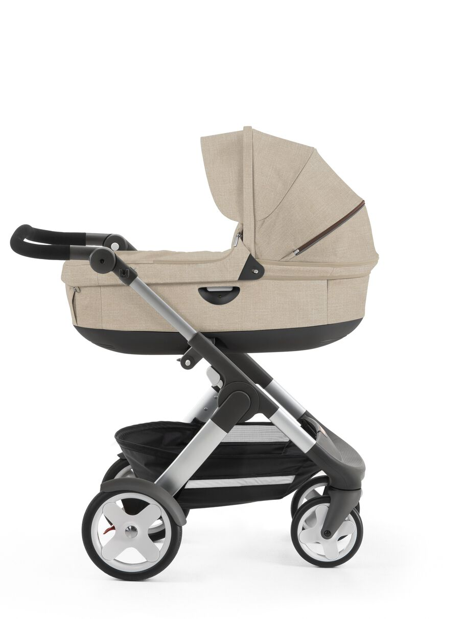 Stokke® Trailz™ with Stokke® Stroller Carry Cot, Beige Melange. Classic Wheels.