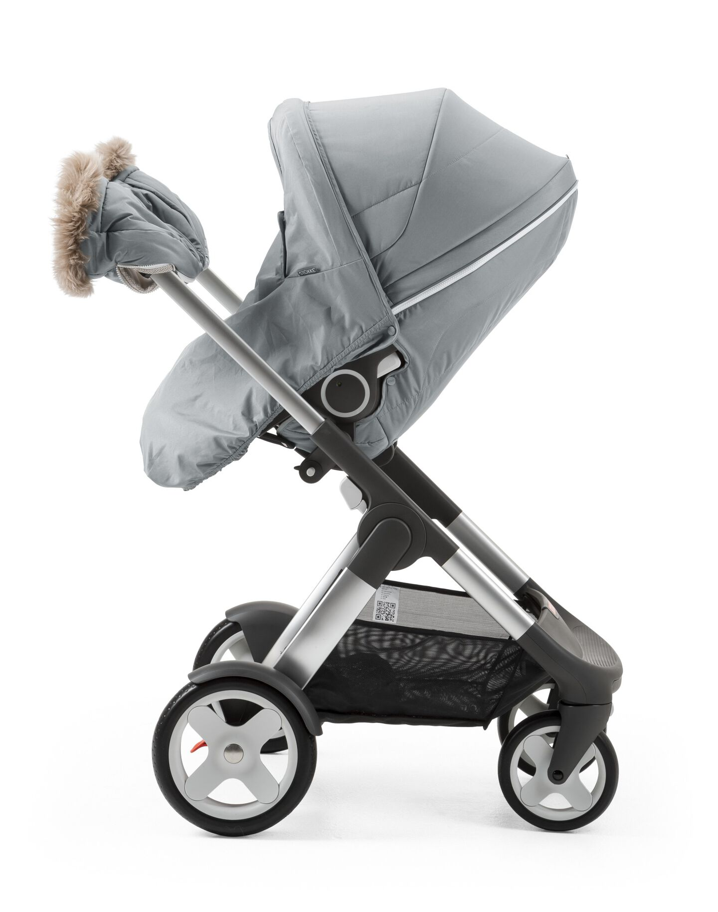 Stokke® Stroller Seat with Winter Kit Cloud Grey and Stokke® Crusi™ Chassis.