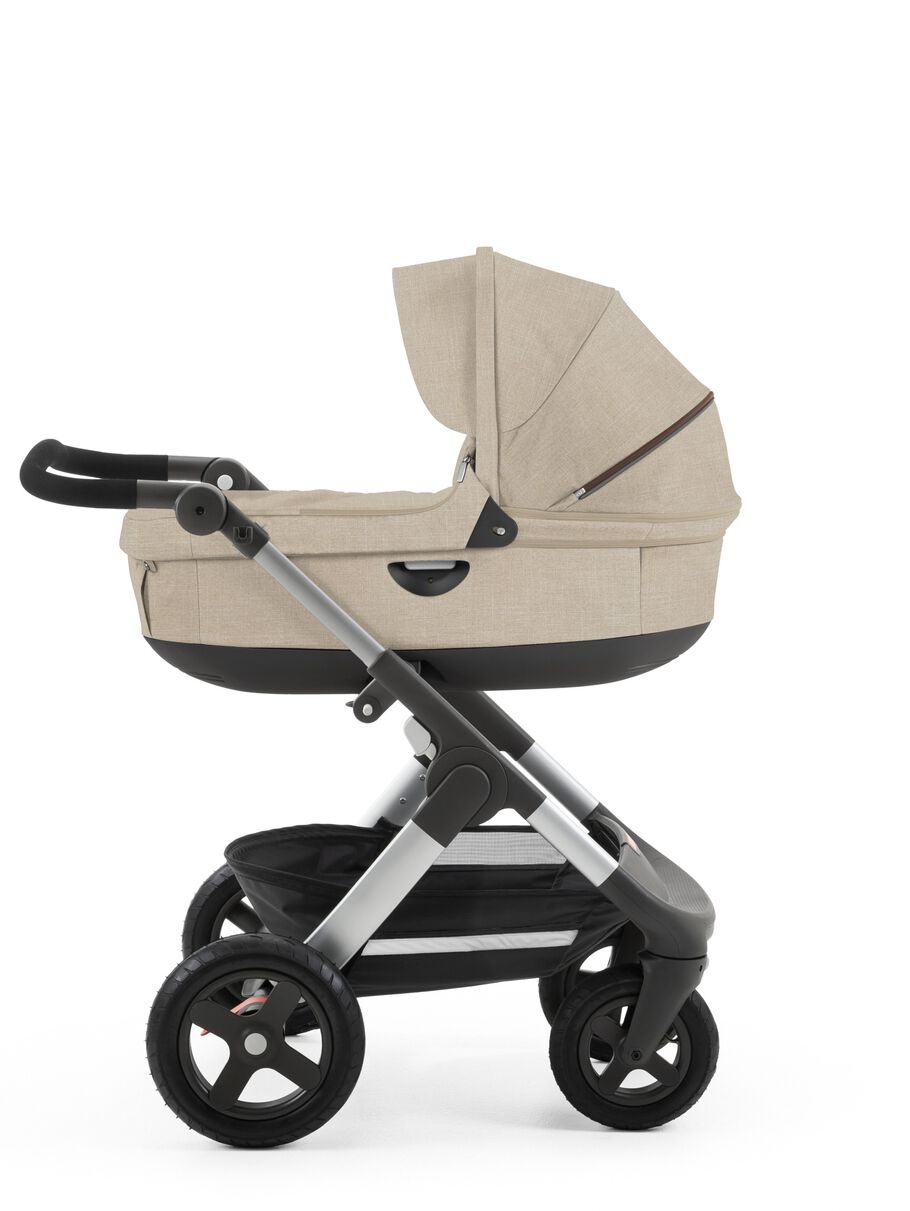 Stokke® Trailz™ with Stokke® Stroller Carry Cot Beige Melange.