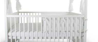 Stokke® Home™ Bed, White. Stokke® Half Bumper White and Stokke® Home™ Roof, White. Detail
