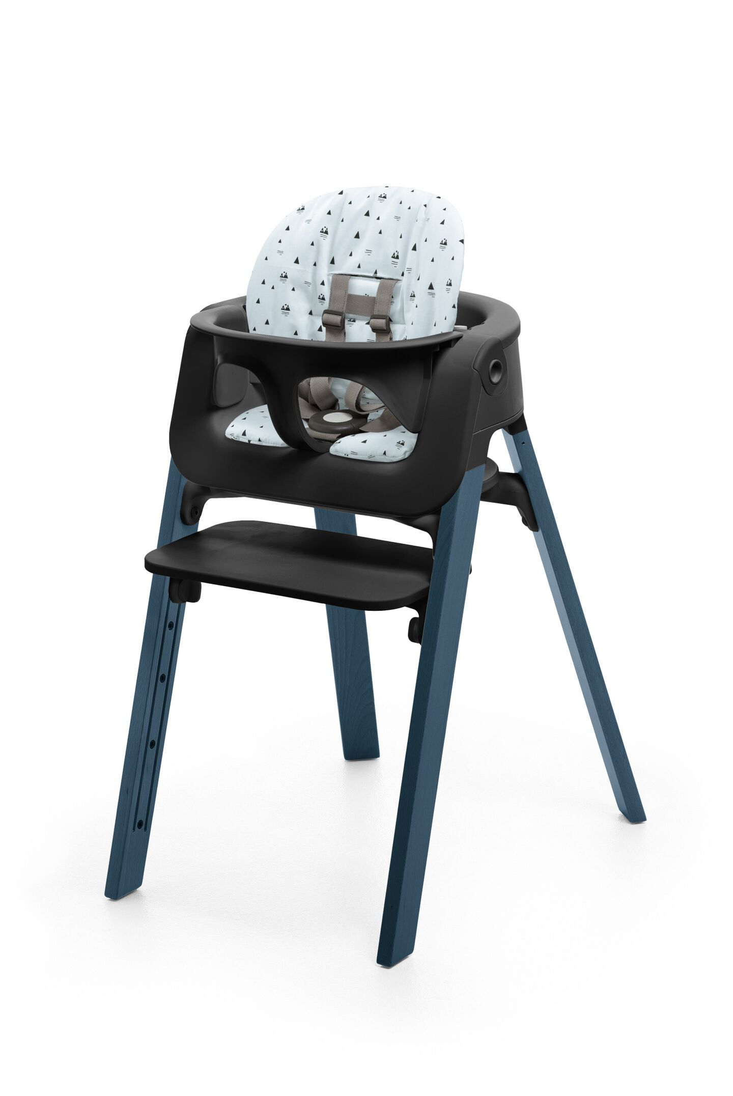 Stokke® Steps™ Chair Midnight Blue, with Baby Set Black and Cushion Blue Mountain.