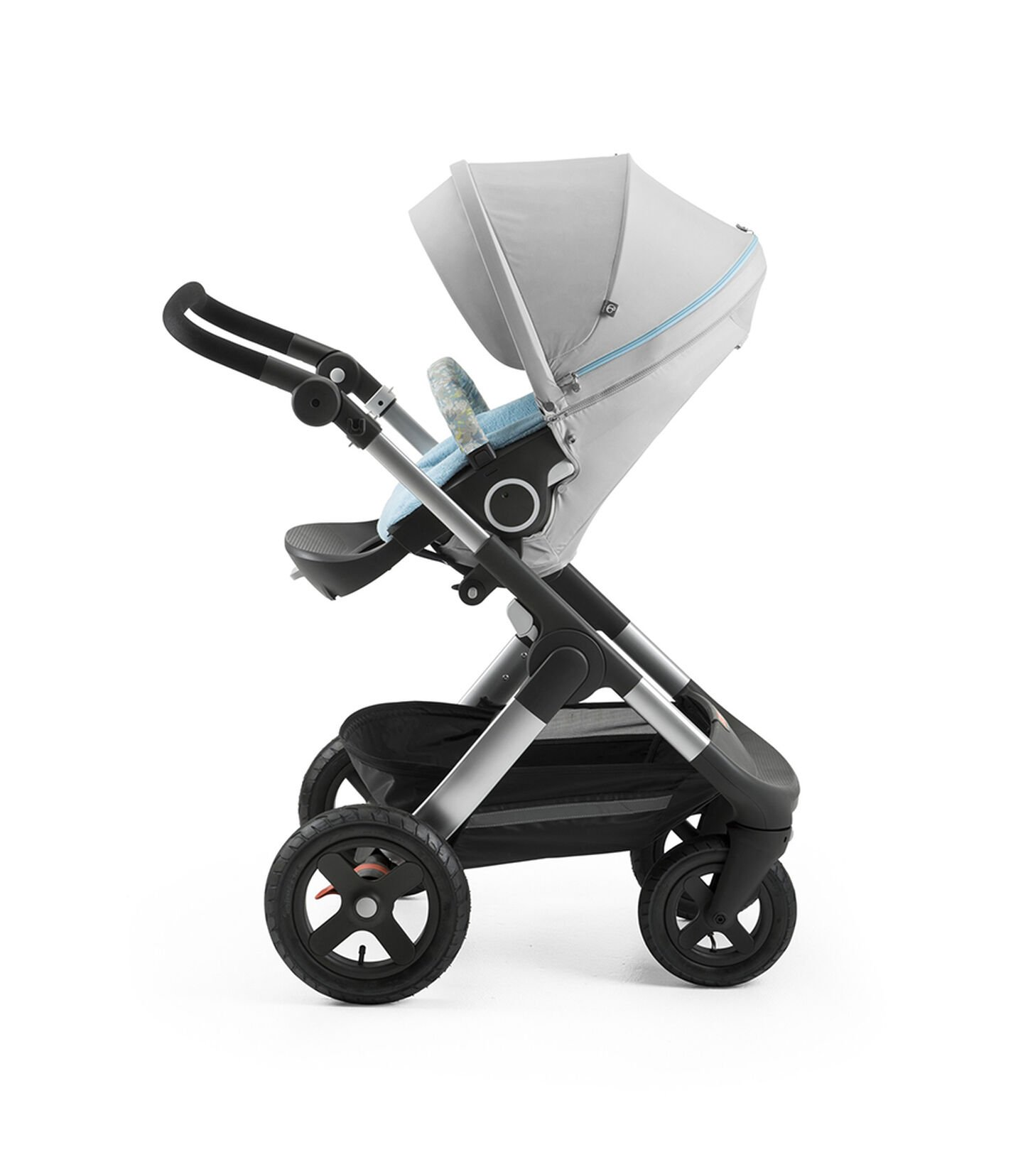 Stokke® Trailz™ with Stokke® Stroller Seat and Flora Blue Summer Kit.