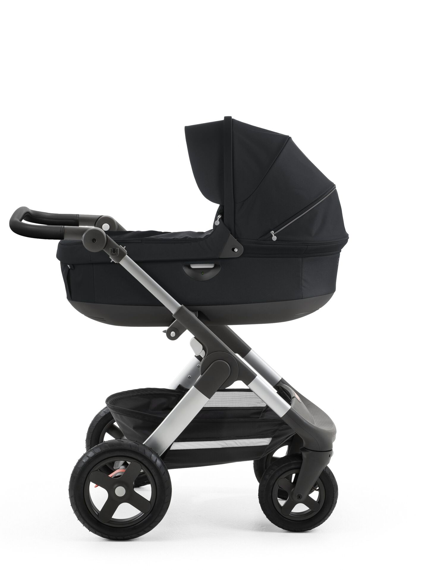 Stokke® Trailz™ with silver chassis  and Stokke® Stroller Carry Cot, Black. Leatherette Handle.