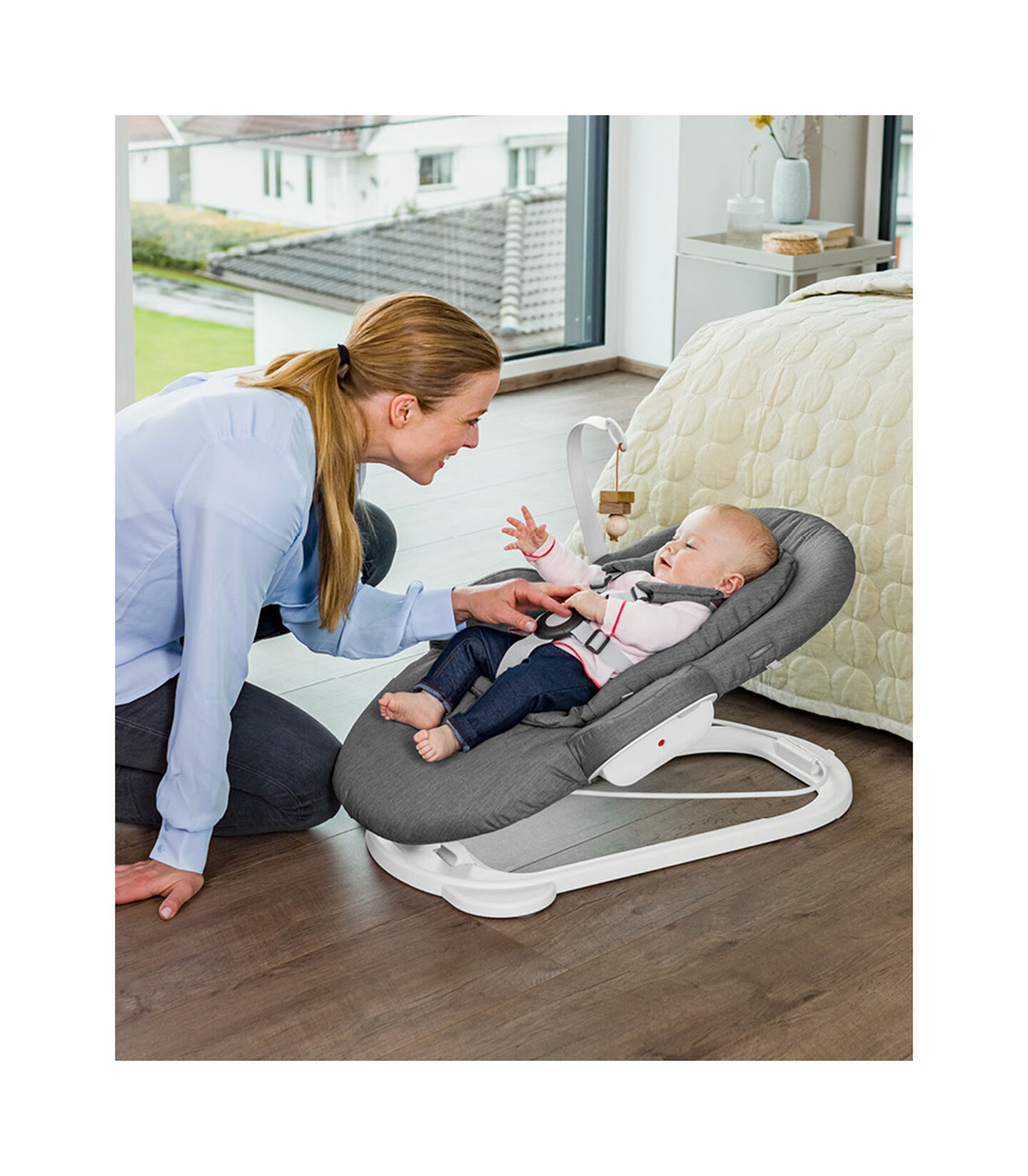 Stokke® Steps™ Bouncer White, Deep Grey White Chassis, mainview view 2