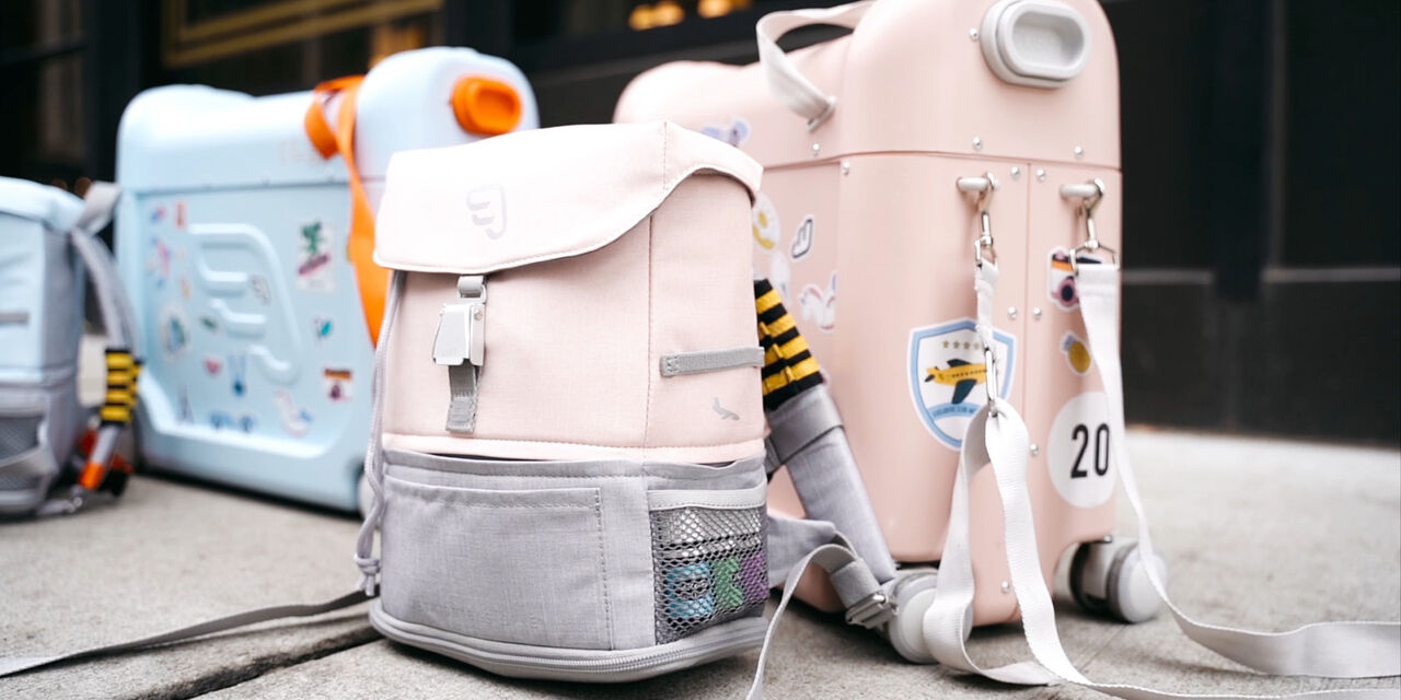 JetKids™ by Stokke® in setting. On the move. Bundle with BedBox and Crew BackPack. Pink Lemonade and Blue Sky. view 1