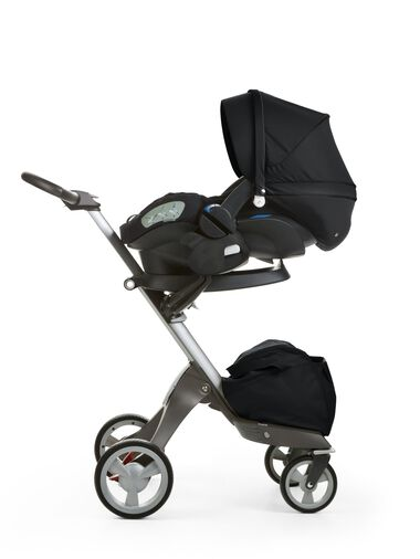 Stokke® iZi Sleep™ X3, All Black and Stokke® Xplory® chassis.