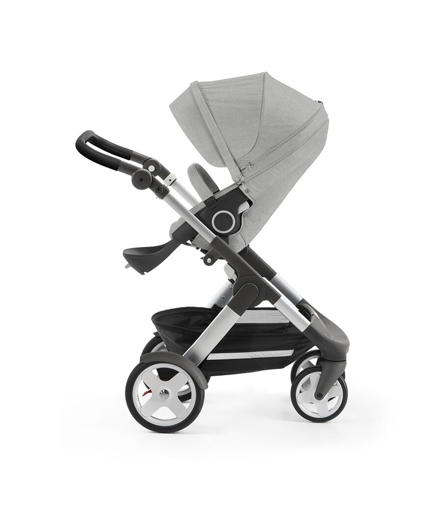Stokke® Trailz™ with silver chassis and Stokke® Stroller Seat, Grey Melange. Classic Wheels. view 9