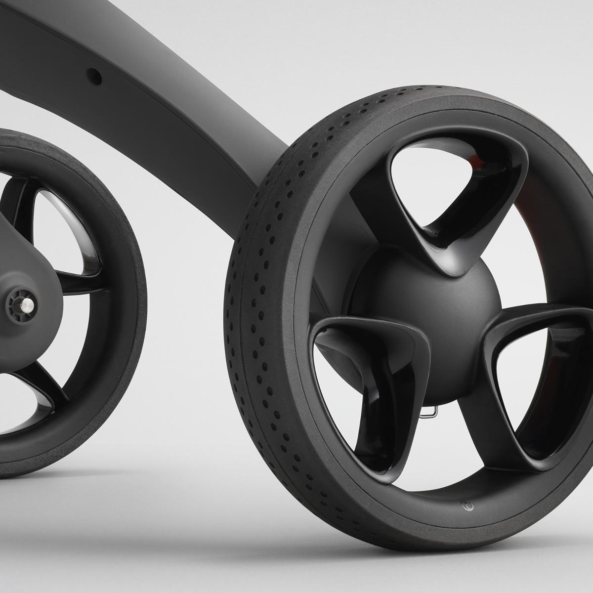Unser unverwechselbarer Kinderwagen – mit neuen Rädern
