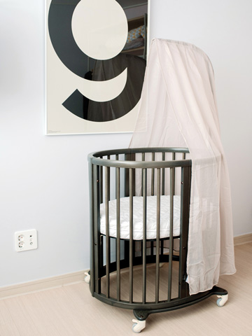 Stokke<sup>®</sup> Sleepi<sup>™</sup> Hazy Grey is a hit with real mum's