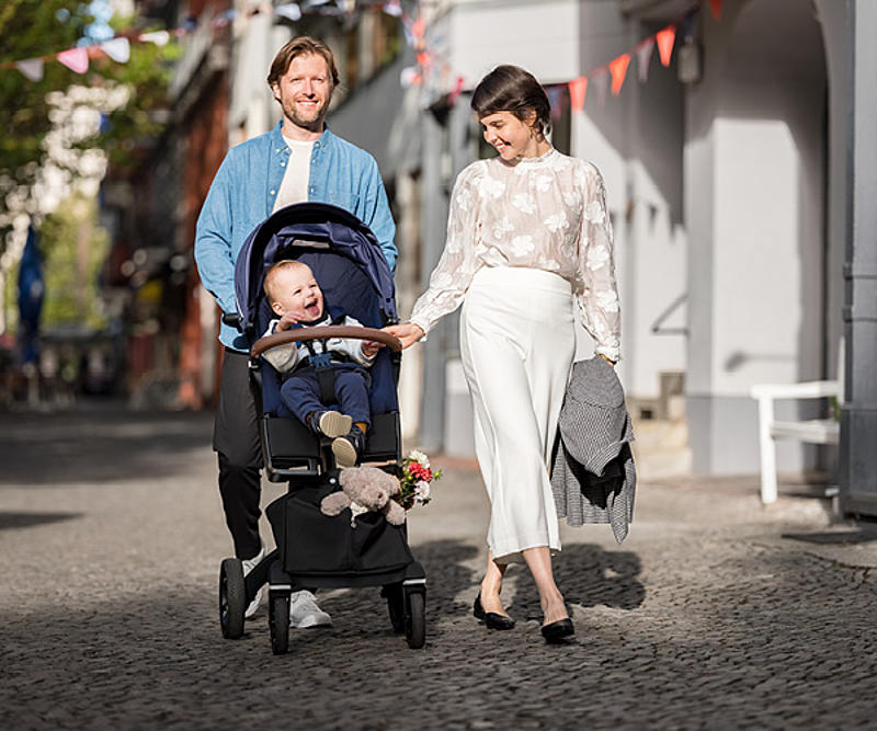 Familie auf einem Spaziergang