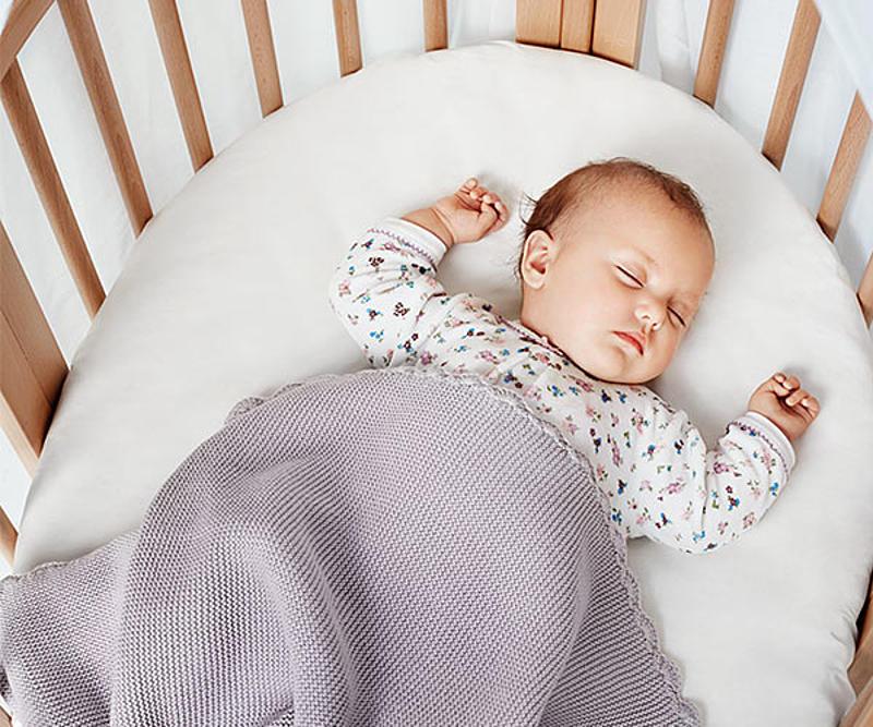 baby_sleeping_in_Stokke_Sleepi