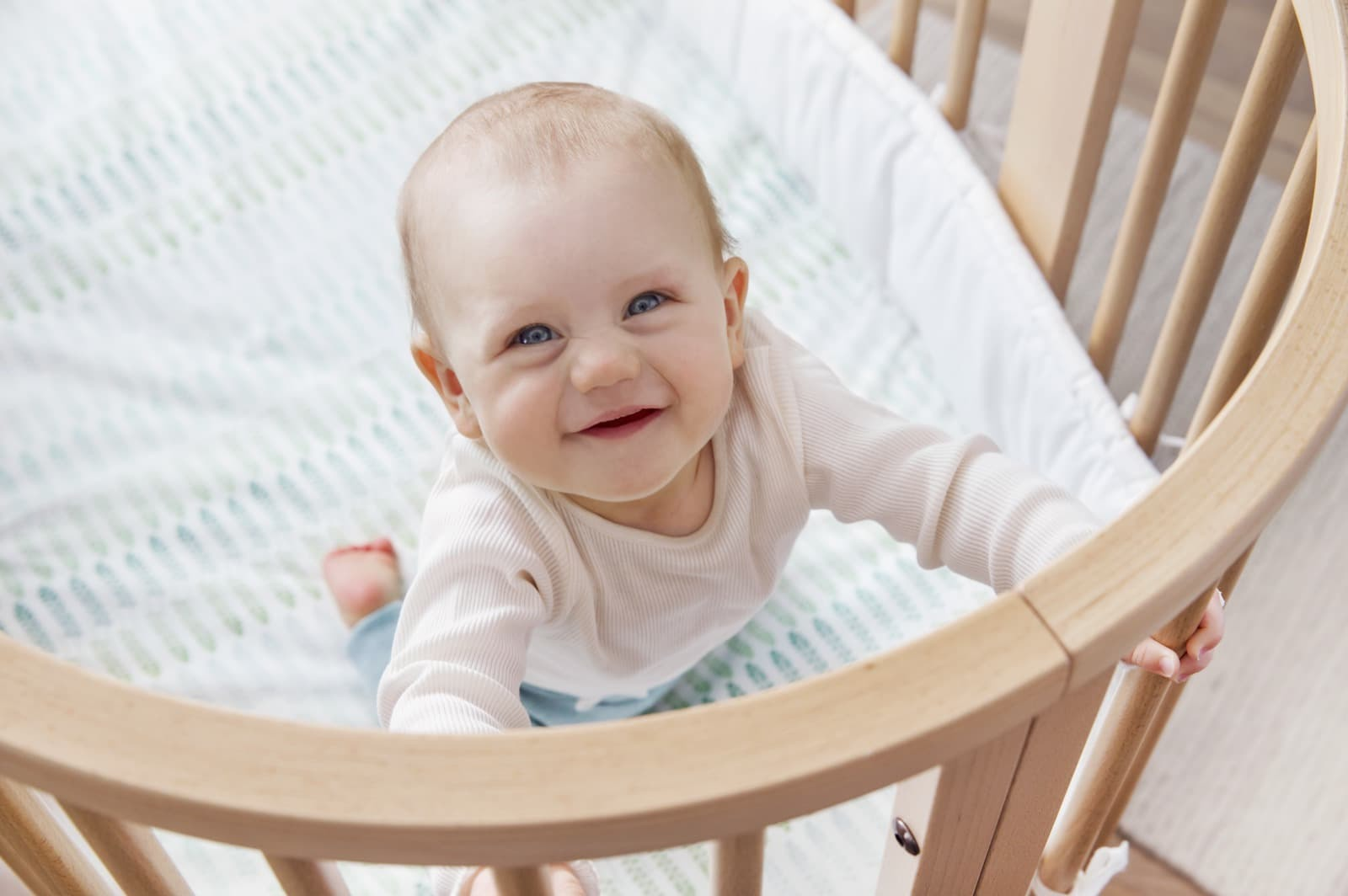 Stokke® Sleepi™ Mini, Natural. Fitted Sheet Aqua Straw.