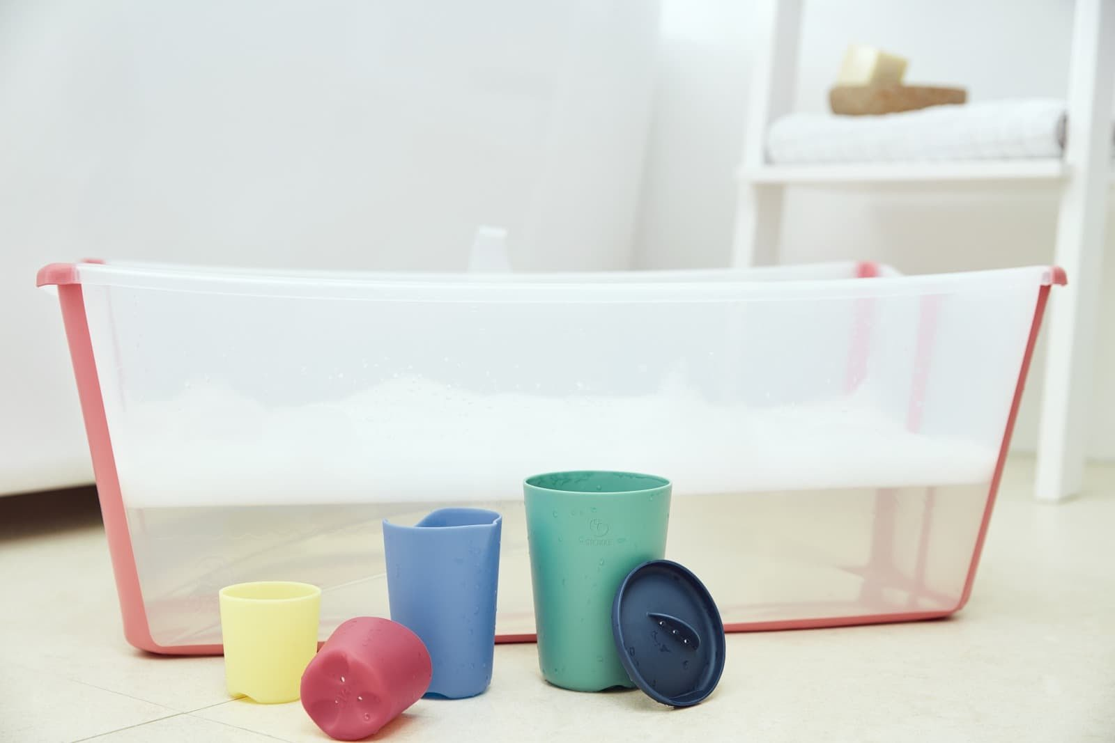 Stokke® Flexi Bath® Transparent Pink and Flexi Bath Toys.