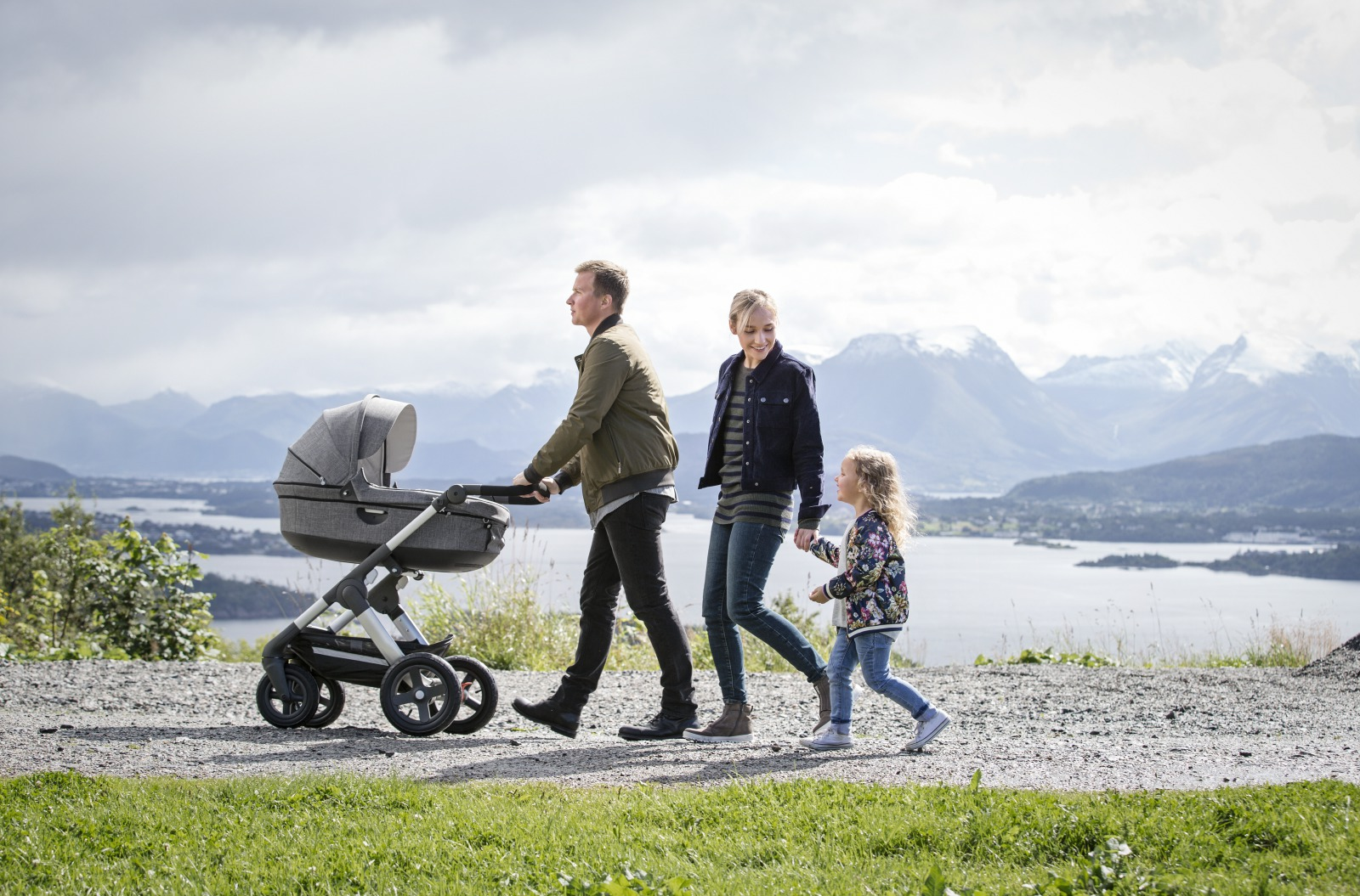 Stokke® Trailz™ Terrain. With Stokke® Stroller Carry Cot, Black Melange.