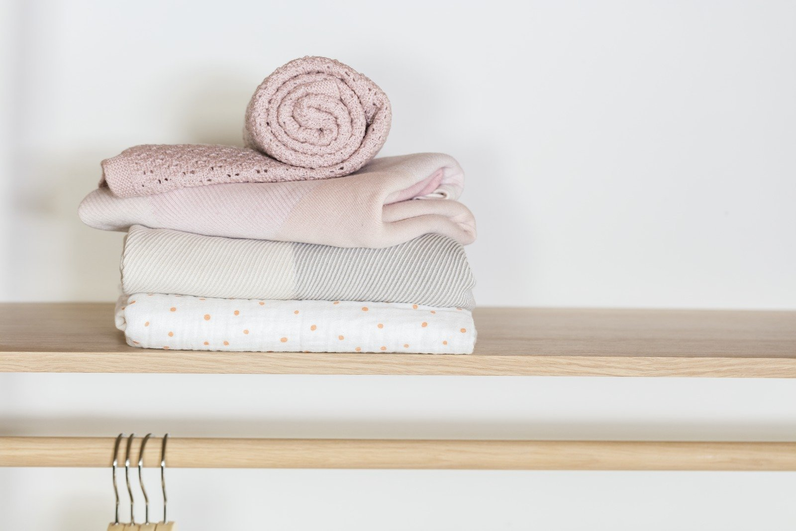 Stokke® Caring Collection. Blanket Merino Wool, Pink. Cotton Knit, Pink and Beige. Muslin Cotton, Coral Bee. Indoor.