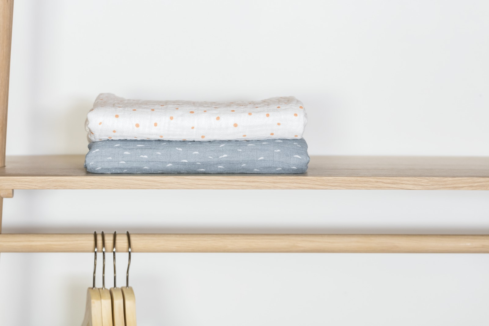 Stokke® Caring Collection. Blanket Muslin Cotton. Coral Bee and Slate Sea. Indoor.