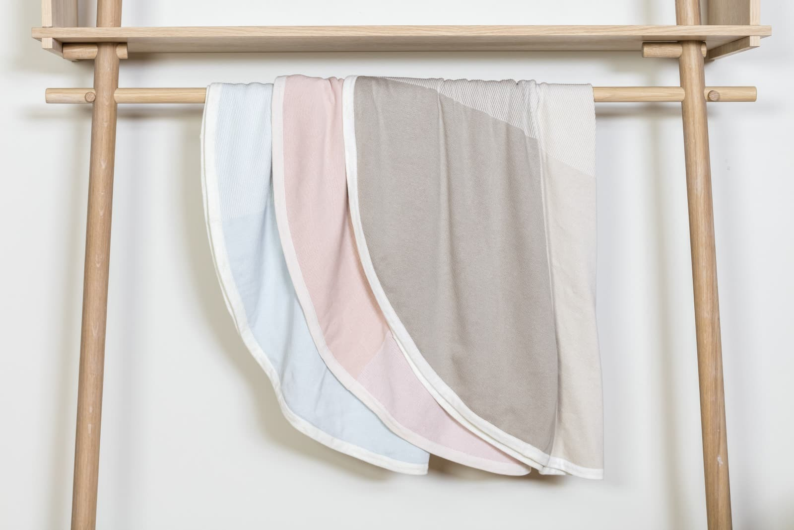 Stokke® Caring Collection. Blanket Cotton Knit. Mint Pink and Beige. Indoor.