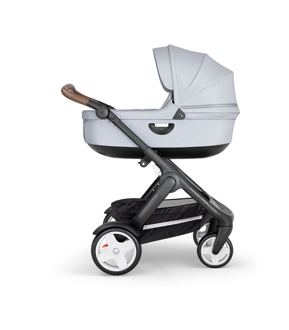 Stokke® Trailz™ with Black Chassis, Black Leatherette and Classic Wheels. Stokke® Stroller Carry Cot, Grey Melange.
