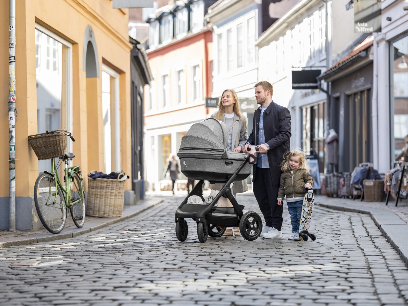 Stokke® Trailz™ with Black chassis and Terrain Wheels. Stokke™ Stroller Carry Cot, Black Melange. Urban.