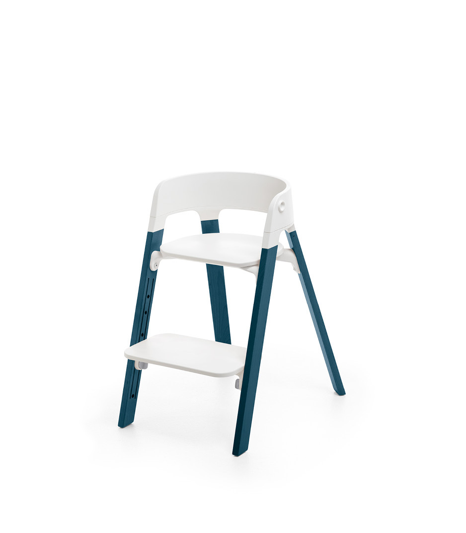 Stokke® Steps™ Chair, Beech Midnight Blue with White Seat. Foortrest low.